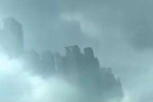 'Cidade flutuante' aparece na China e choca milhares de pessoas