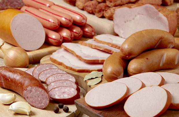 Carne processada causa tanto câncer quanto cigarro e amianto