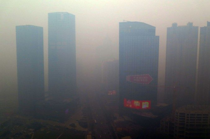 Poluição atmosférica se intensifica na China; cidadãos mal conseguem respirar