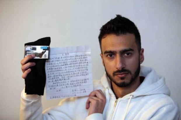 Rapaz encontra carta de chinês pedindo socorro dentro de um par de meias