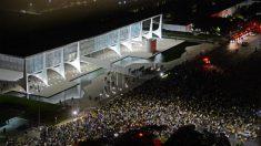 Seis mil protestam no Planalto pela saída de Dilma