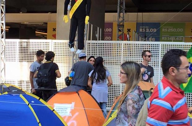 Manifestantes anti-governo são atacados na Avenida Paulista