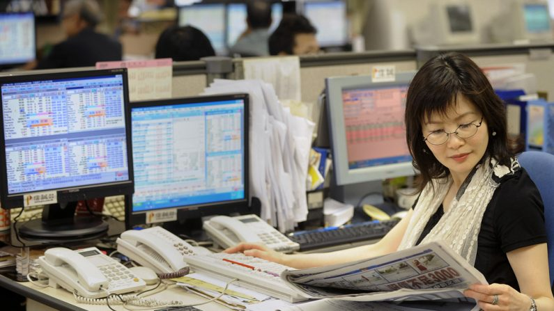 Após breve calmaria, moeda chinesa sinaliza problemas novamente