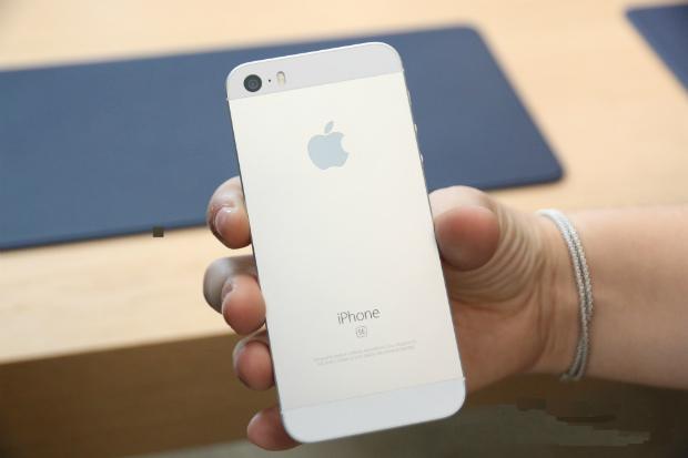 Apple inicia vendas do iPhone SE no Brasil