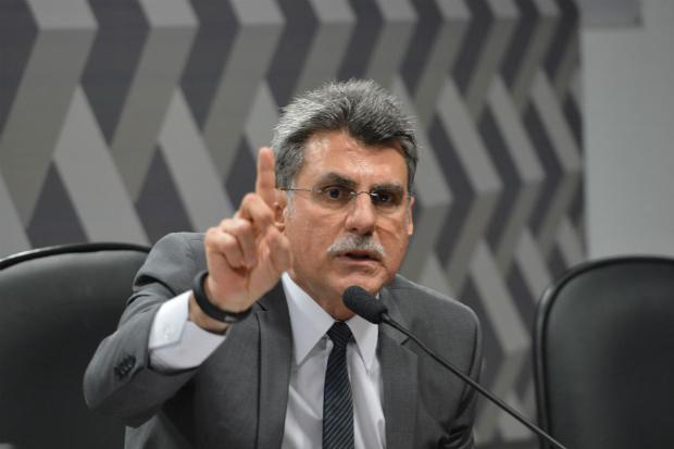 Temer avalia dispensar ministro Jucá, que disse que não sai