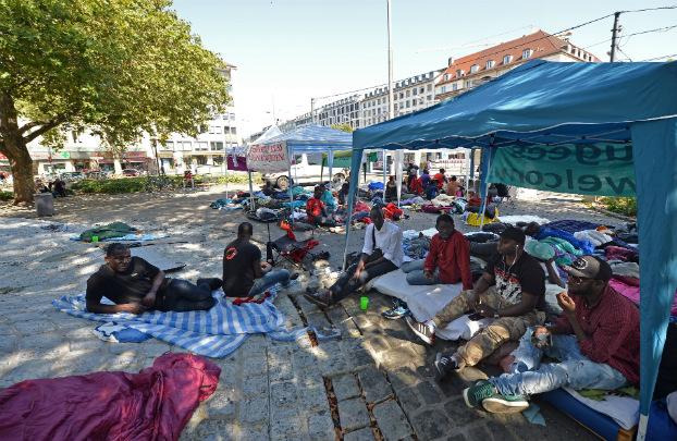 Muro gigante é construído em Munique para isolar refugiados