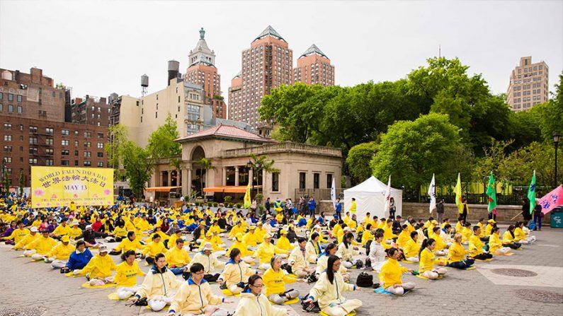 Dia Mundial do Falun Dafa começa com meditação e apresentações culturais em Nova York