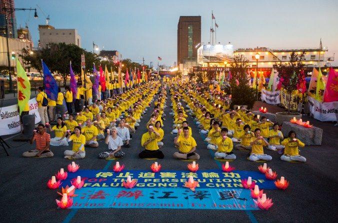 Praticantes do Falun Gong exigem fim a perseguição de 18 anos