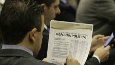 """Reforma política: comissão especial da Câmara aprova """"distritão"""" para próximas eleições"""