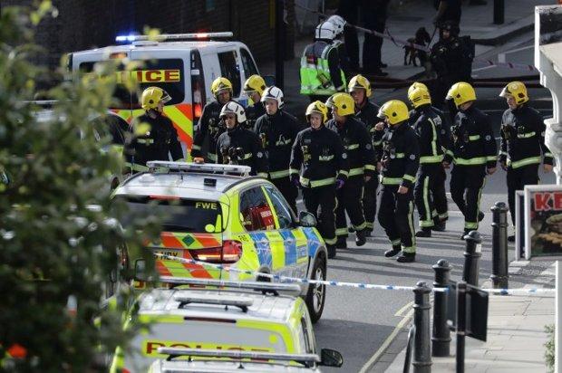 Terroristas explodem bomba em trem lotado em Londres: 22 feridos