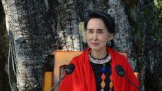 Aung San Suu Kyi mostra seus pés de barro