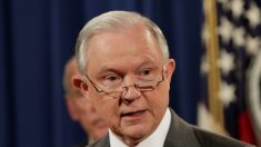 Sessions sugere que DOJ está investigando escândalo Clinton-Rússia