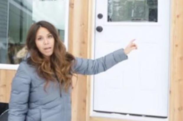 Mulher apresenta impressionante casa-trailer de 18,5m2 no interior do Alasca (Fotos)