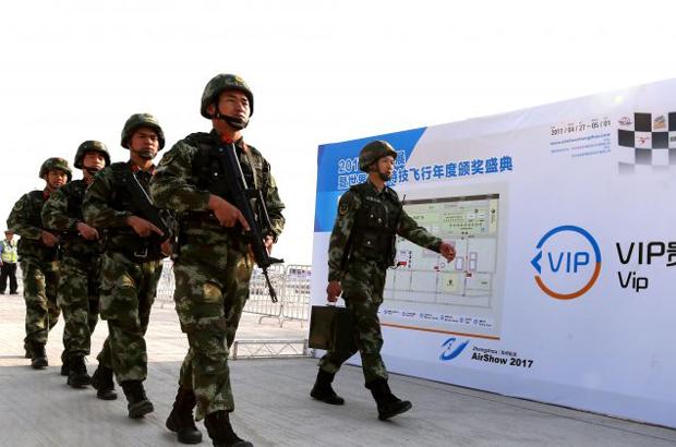 Líder chinês assume comando da polícia militar, enfraquecendo ainda mais facção opositora