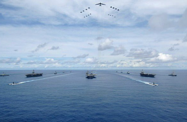Três dos maiores porta-aviões do mundo farão simulações no Pacífico