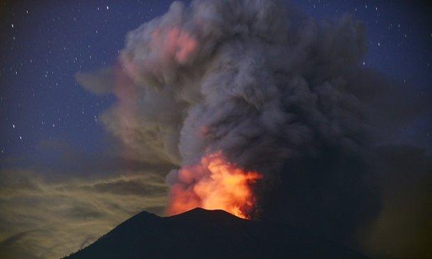 Vulcão em erupção de Bali: chances do pior cenário aumentam