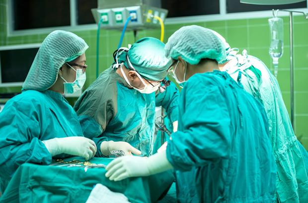 Pesquisa de transplante de cabeça na China levanta questões preocupantes