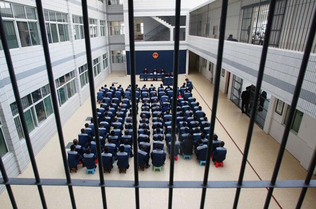 Diretor de prisão com passado sombrio é purgado em campanha anticorrupção na China