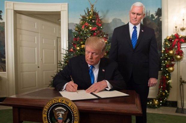 """Trump declara Jerusalém capital de Israel em decisão """"muito atrasada"""""""