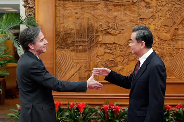 Democracias começam a reagir à infiltração e subversão do regime chinês