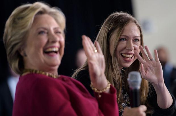 Chelsea Clinton deseja feliz ano novo à Igreja do Satã
