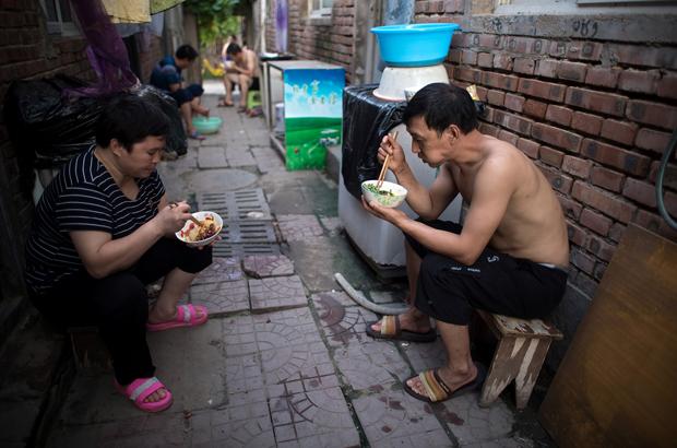 Regime chinês encarrega empresários de resolverem problema da pobreza na China