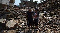 China: vítimas do terremoto de Yunnan lutam com a polícia para receber assistência