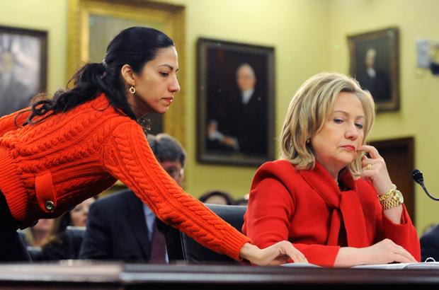 Assessora de Clinton compartilhou senhas estatais no Yahoo antes que fosse hackeada por agentes estrangeiros