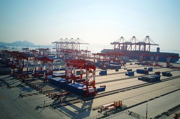 Cortes de impostos e maiores tarifas nos EUA ameaçam moeda da China