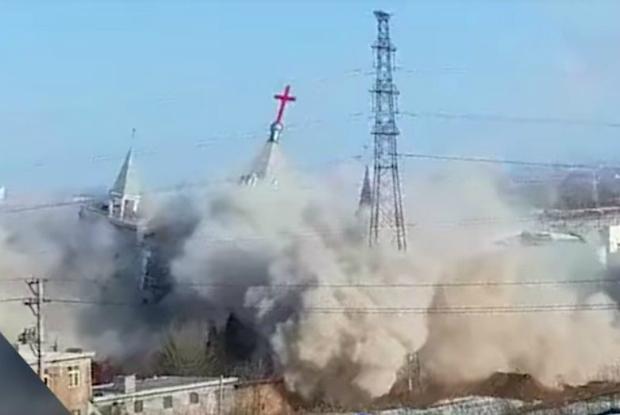 Regime chinês usa explosivos para demolir igreja cristã (Vídeo)
