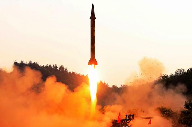 Especialista sugere que Coreia do Norte recebeu ajuda externa para construir suas armas nucleares