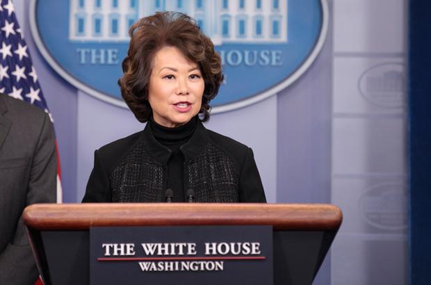 Elaine Chao, a secretária norte-americana dos transportes, durante uma conferência de imprensa na Casa Branca em 13 de fevereiro de 2018 (Samira Bouaou/The Epoch Times)