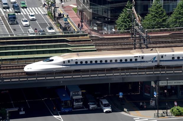 Um trem-bala Shinkansen em Tóquio em 18 de maio de 2016 (Toru Yamanaka/AFP/Getty Images)
