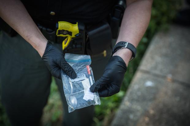 Cerca US$ 800 milhões em opiáceos ilegais da China entram nos EUA por brecha no serviço postal