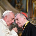 Papa se rende ao regime chinês, enquanto este o defende e ataca católicos