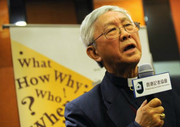 Joseph Zen, ex-Cardeal da Igreja Católica de Hong Kong, fala na Associação de Jornalistas de Hong Kong, em 14 de dezembro de 2010. Nos últimos anos, Zen tem sido um grande defensor da democracia de Hong Kong e um crítico incansável do regime chinês (Daniel Sorabji/AFP/Getty Images)