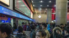 """""""Sistema de crédito social"""" orwelliano da China vai começar a proibir pessoas de usar aviões e trens"""
