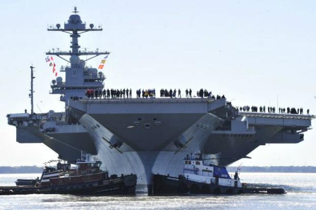 Fuzileiros navais da Marinha dos EUA a bordo do porta-aviões norte-americano Gerald R. Ford (CVN 78) em Newport News, Virgînia, em 8 de abril de 2017 (Chefe especialista em comunicação massiva Christopher Delano/Marinha dos EUA/Getty Images)