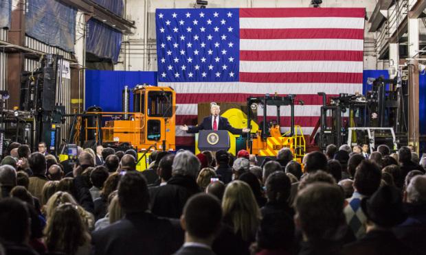 Presidente Donald Trump fala para funcionários da H&K Equipment en Coraopolis, na Pensilvânia, em 18 de janeiro de 2018 (Charlotte Cuthbertson/Epoch Times)