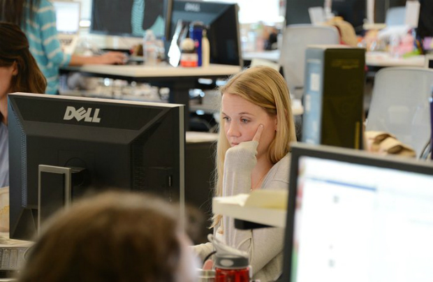 Funcionários trabalhando no principal campus do Facebook em Menlo Park, Califórnia, em 15 de maio de 2012. O Facebook é a rede social mais popular do mundo (Robyn Beck/AFP/Getty Images)