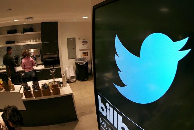 Tela instalada na área da cozinha no escritório da empresa de tecnologia Twitter em Santa Monica, Califórnia (Jonathan Alcorn/AFP/Getty Images)