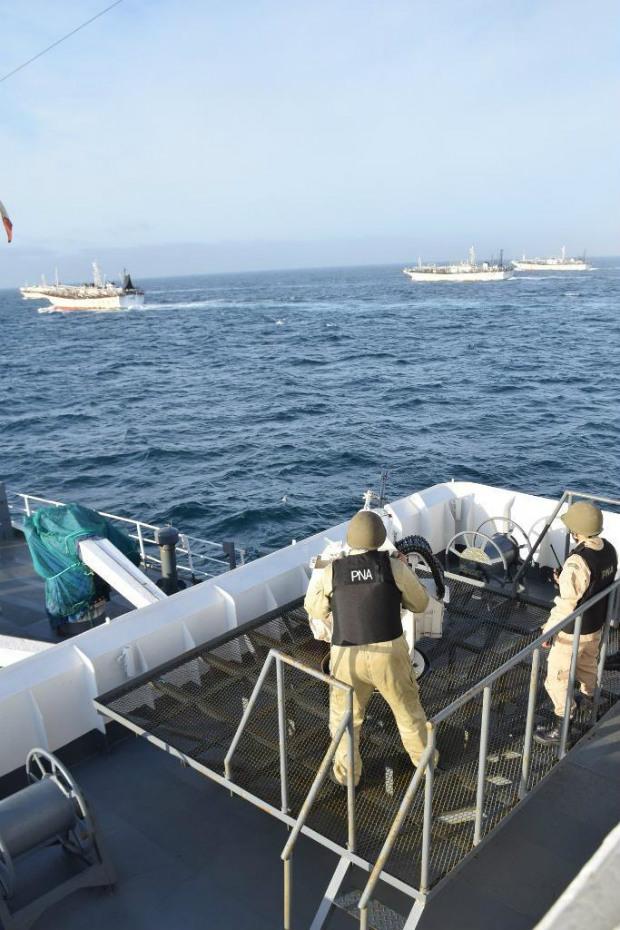 Navios chineses bloqueiam a passagem da Guarda Costeira Argentina (Guarda Costeira)