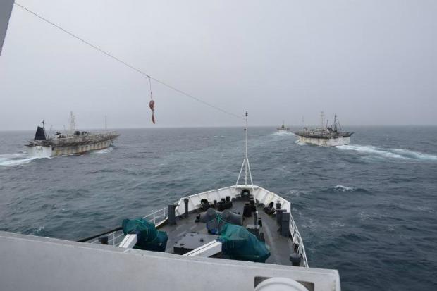 Navios chineses bloqueiam o caminho da Guarda Costeira Argentina (Guarda Costeira)