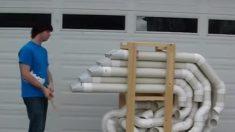 Parece uma pilha estranha de tubos, mas jovem dá um show de percussão