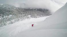 Esquiadores realizam truques incríveis numa paisagem fascinante