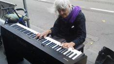 Ela tem 80 anos e quando se senta ao piano é imperdível