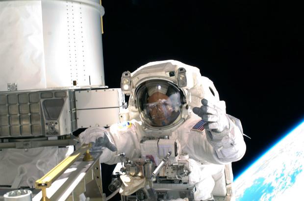 Astronauta mostra imagens da Terra a partir da Estação Espacial Internacional