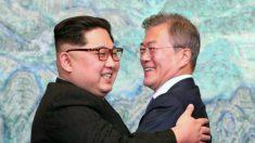 Moon e Kim apertam as mãos e assinam o fim da Guerra das Coreias