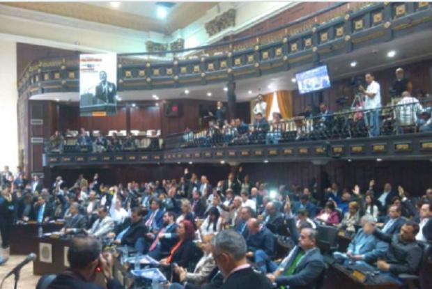 Assembleia Nacional da Venezuela aprova abertura de processo contra Maduro por corrupção