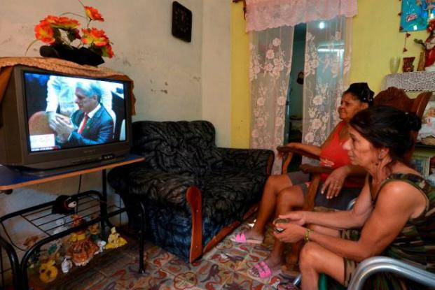 Cubanos em Miami mostram esperança, cautela ou pessimismo diante da substituição de Raúl Castro